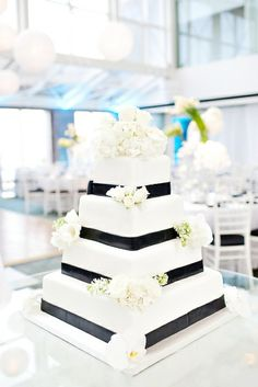 Black & White Wedding Theme Ideas 12