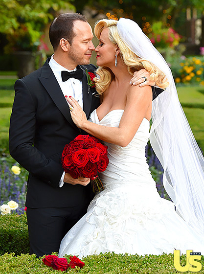 jenny mccarthy looks like one happy bride see her dress