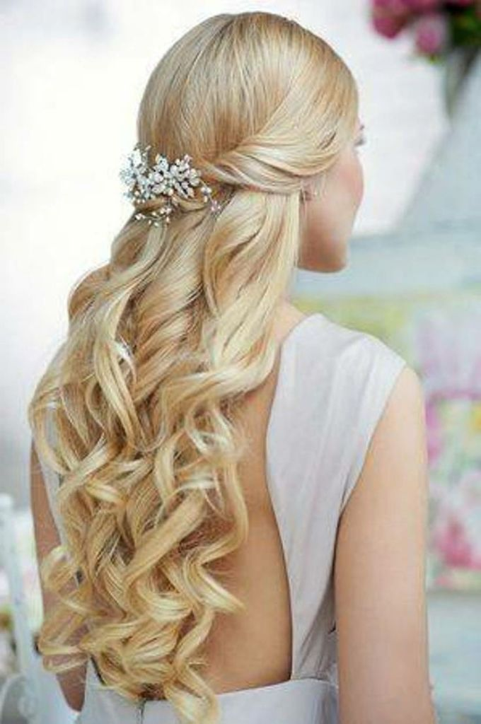 beach wedding hairstyles 5   dipped in lace