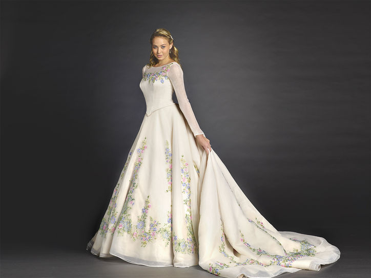 Lily James as Cinderella - See Her Charming Wedding Dress 2