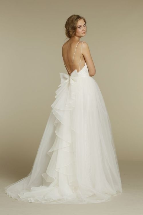 20 Backless Wedding Dresses That Will Make Jaws Drop 11
