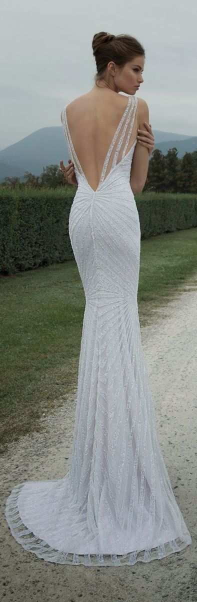 20 Backless Wedding Dresses That Will Make Jaws Drop 16