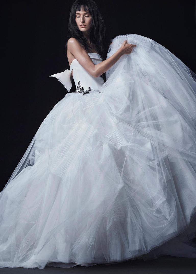 Vera Wang Fall 2016 Wedding Dress Collection 11