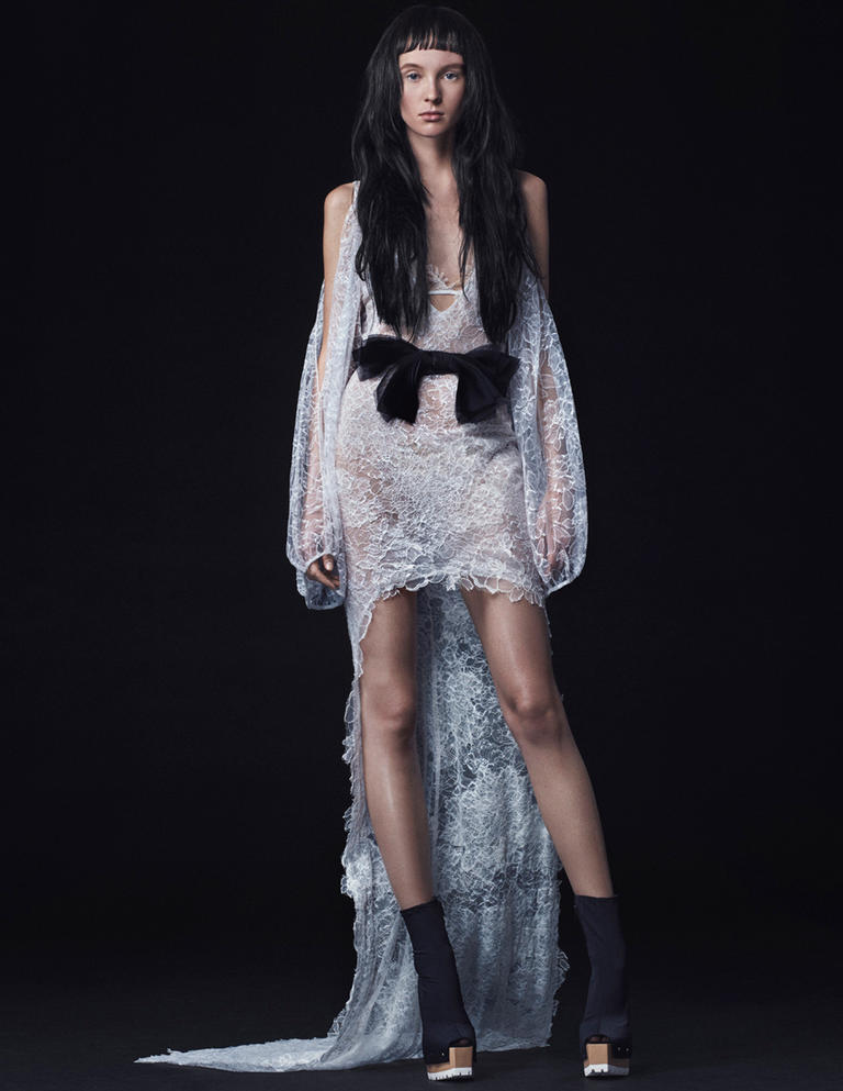Vera wang fall 2016 wedding dress collection 3 dipped in for Fall lace wedding dress