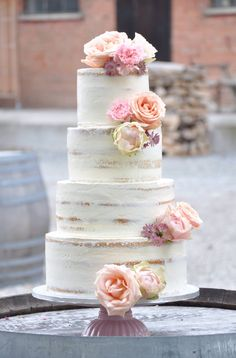 2017-wedding-cake-trends-11